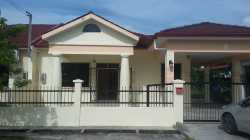 Single Storey Semi-Detached House for Rent